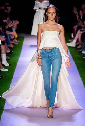 Фото №10 - Скинни, клеш и рваные: самые модные джинсы весны 2020