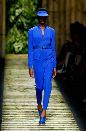 Фото №69 - Единое целое: как носить модные комбинезоны