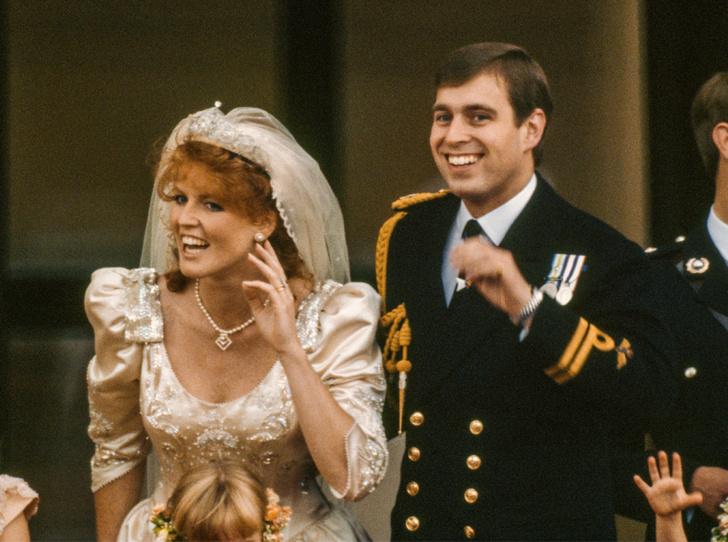 Фото №3 - Принц Эндрю и Сара Фергюсон отдохнули с королевой в Балморале