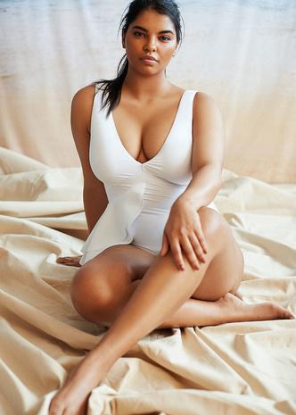 Фото №7 - Как подобрать купальник девушке plus size: главные правила и выигрышные модели
