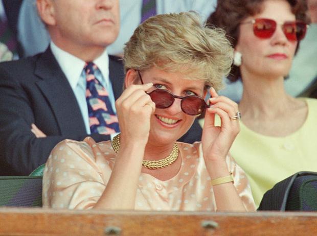Фото №2 - Любимые солнцезащитные очки принцессы Дианы