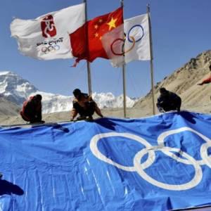 Фото №1 - Олимпийский огонь побывал на Эвересте