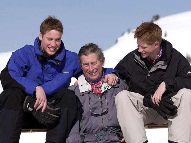 Фото №1 - Счастливые годы: самые трогательные фото принца Чарльза с сыновьями