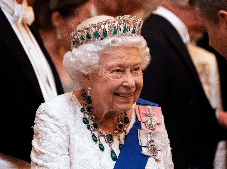 Фото №4 - Королевская щедрость: сколько Елизавета II тратит на подарки к Рождеству