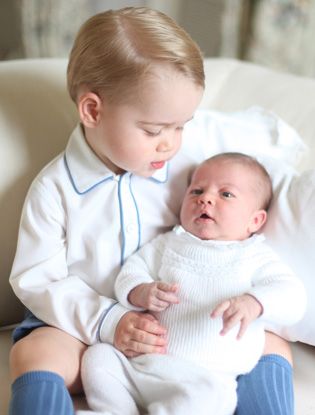 Фото №3 - Кейт Миддлтон сделала первые фото принцессы Шарлотты