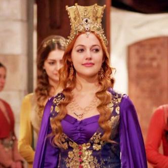 Фото №5 - Самые красивые образы Хюррем Султан из сериала «Великолепный век» 👑