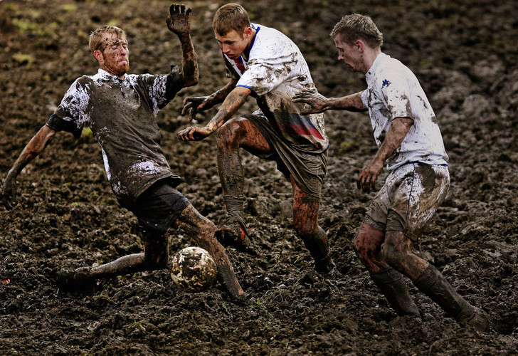 Фото №1 - Убойный футбол: 10 диких игр с мячом