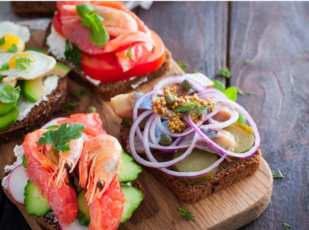 Фото №1 - Сморреброд: 5 рецептов популярного датского блюда