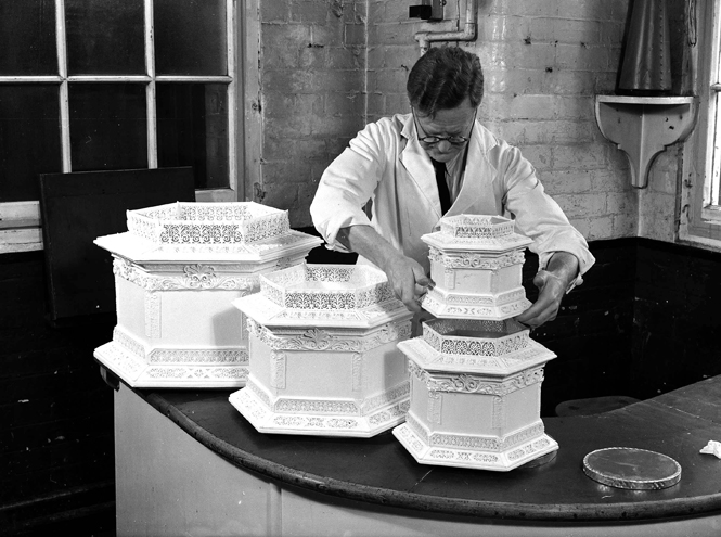 Фото №10 - Сладко: свадебные торты на королевских свадьбах