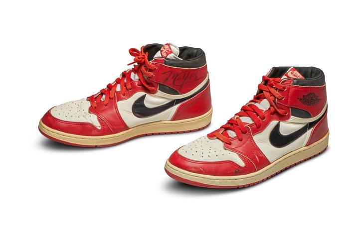Фото №1 - Кроссовки Майкла Джордана ушли с молотка за $560 тыс.