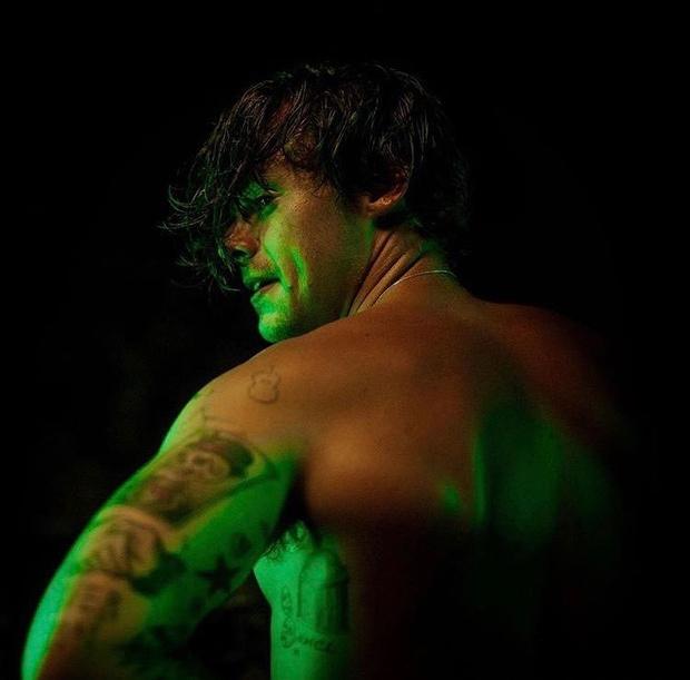Фото №4 - Сколько татуировок у Гарри Стайлса и что они значат 👀