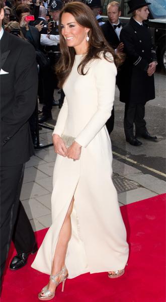 Фото №26 - 15 примеров, когда королевские особы надевали одно и то же вечернее платье несколько раз