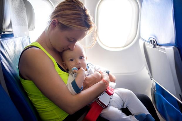 Фото №1 - «Можно ли летать на самолете, если у малыша отит?»