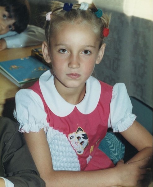 Фото №1 - Ольга Бузова показала, как выглядела в первом классе