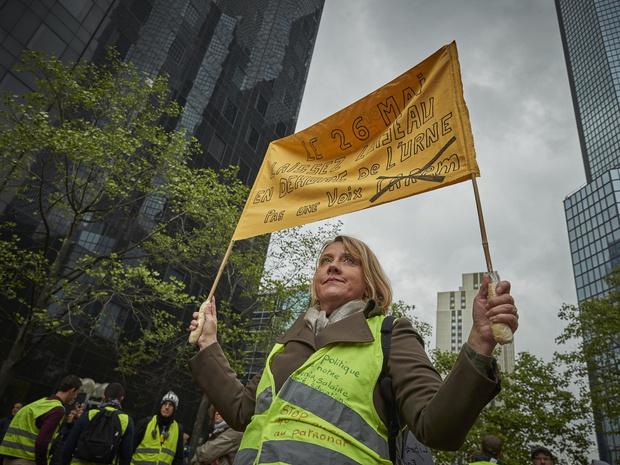Фото №4 - От желтых жилетов до белых платьев: 6 случаев, когда одежда становилась символом протеста