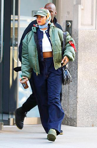 Фото №20 - Это слишком: как Рианна «помешалась» на одежде oversize