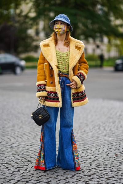 Фото №4 - Как носить джинсы клеш: вдохновляемся образами streetstyle-героинь