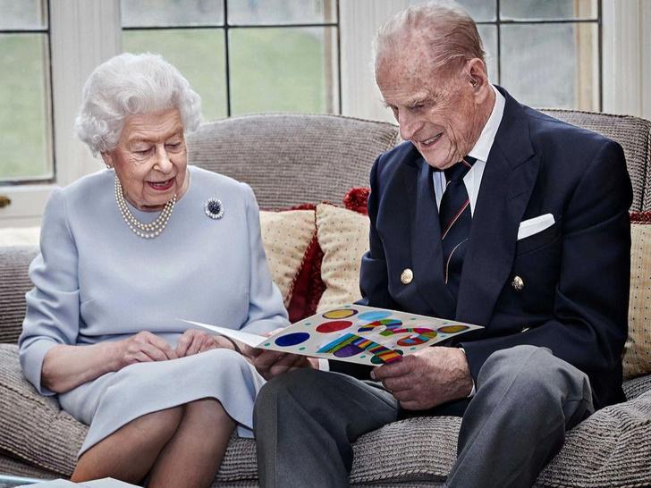 Фото №2 - Странные времена: как прошедший год изменил отношения Королевы и принца Филиппа