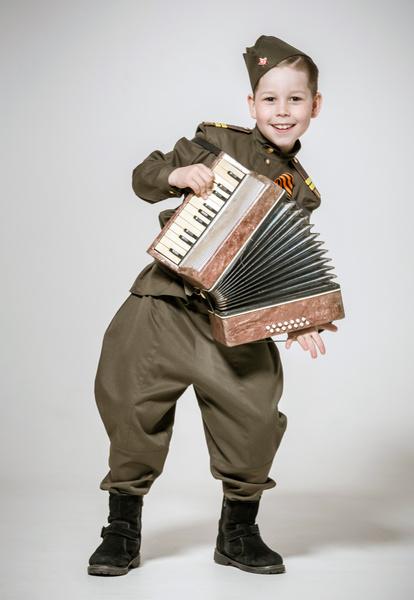 Фото №3 - День Победы: почему нельзя наряжать детей в военную форму