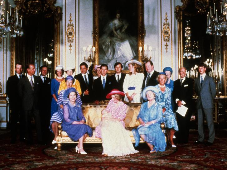 Фото №2 - Как Диана одним жестом изменила традиции королевского материнства