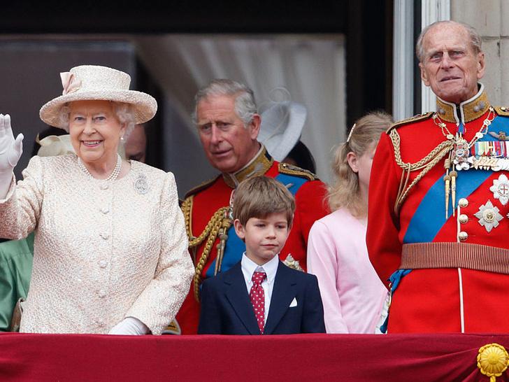 Фото №15 - Любимый дедушка: 25 самых трогательных фото принца Филиппа с внуками