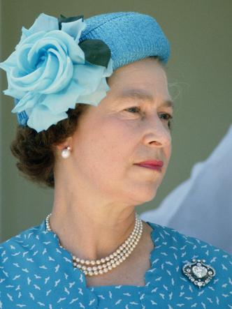 Фото №2 - Любимые парфюмы королевских особ: от Елизаветы до герцогини Кейт