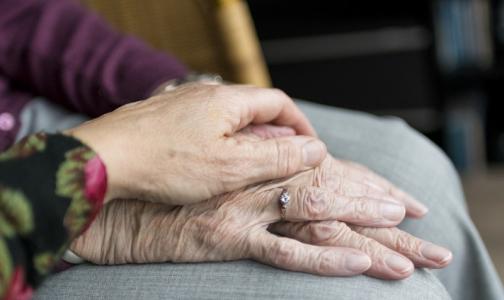 Фото №1 - Те, кому за 100. Самые пожилые мужчина и женщина Петербурга живут в одном районе