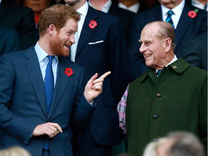 Фото №16 - Любимый дедушка: 25 самых трогательных фото принца Филиппа с внуками