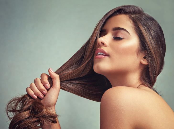 Фото №1 - От шампуня до массажа: как ухаживать за кожей головы