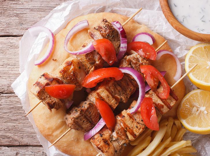 Фото №5 - Йерк, сувлаки, браай: как едят шашлык в разных странах