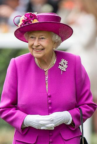 Фото №28 - Делайте ставки, господа: шляпки Королевы на Royal Ascot