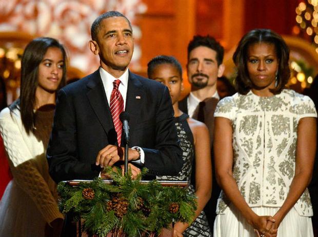 Фото №1 - Мишель Обама появилась на балу в скандальном наряде