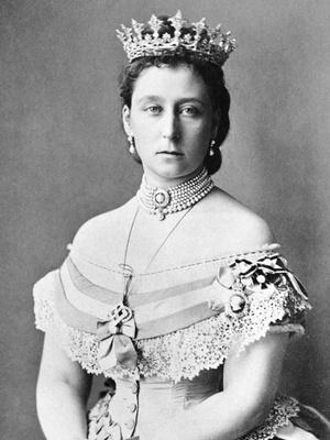 Третья дочь королевы Виктории Алиса в Гессенской диадеме с клубничным листом