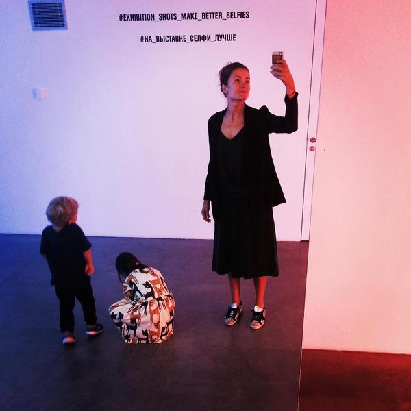 Фото №1 - Папа, прости! 7-летний сын Надежды Михалковой растет точной копией звездной мамы