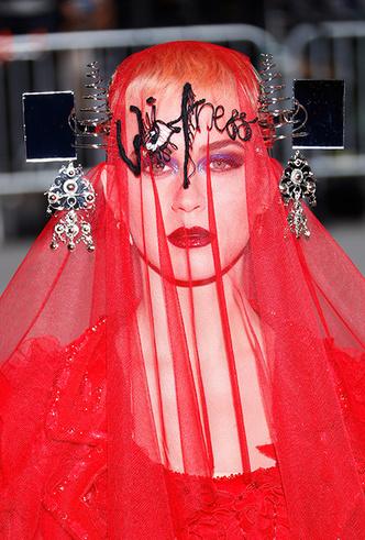 Фото №35 - История Met Gala: самые знаменитые наряды бала Института костюма