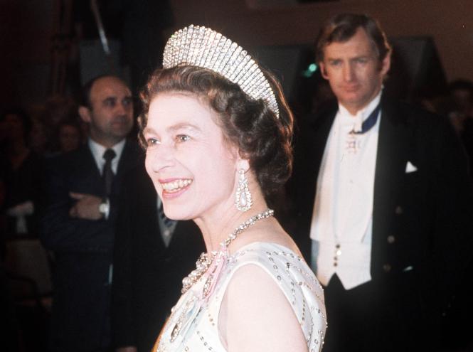 Фото №13 - Королевские драгоценности: самые роскошные украшения Елизаветы II