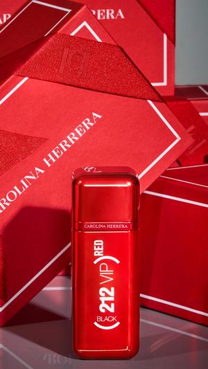 Фото №3 - Аромат дня: (212) RED VIP от Carolina Herrera