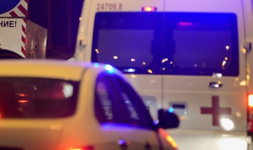 Фото №1 - Врачи просят лишить прав водителя за блокировку автомобиля «Скорой»