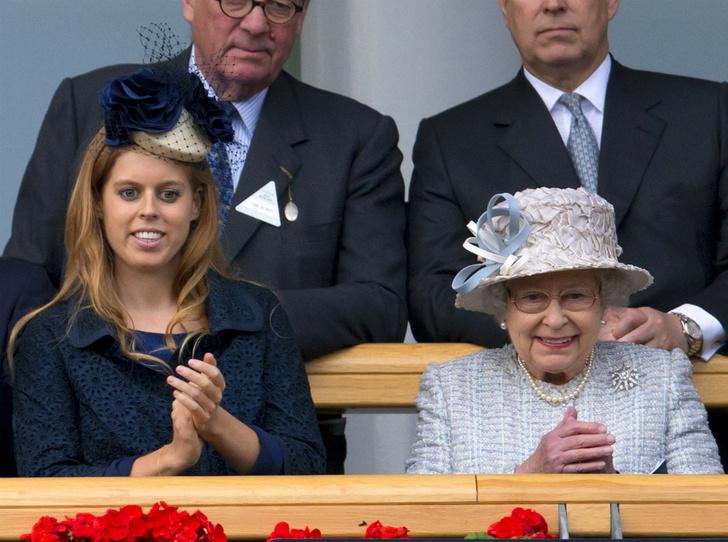 Фото №3 - Новая жизнь: какой титул принцесса Беатрис получит после свадьбы
