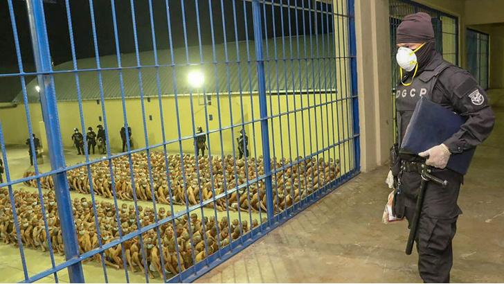 Фото №3 - В Сальвадоре из-за карантина начался разгул преступности. Президент пообещал бандам расстрелы и тесные клетки
