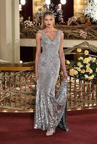 Фото №4 - Только топ-модели: Эшли Грэм, Наоми Кэмпбелл и другие на показе Dolce & Gabbana Alta Moda