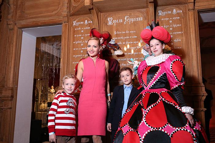 Фото №2 - Открылась первая выставка самого известного шляпника России