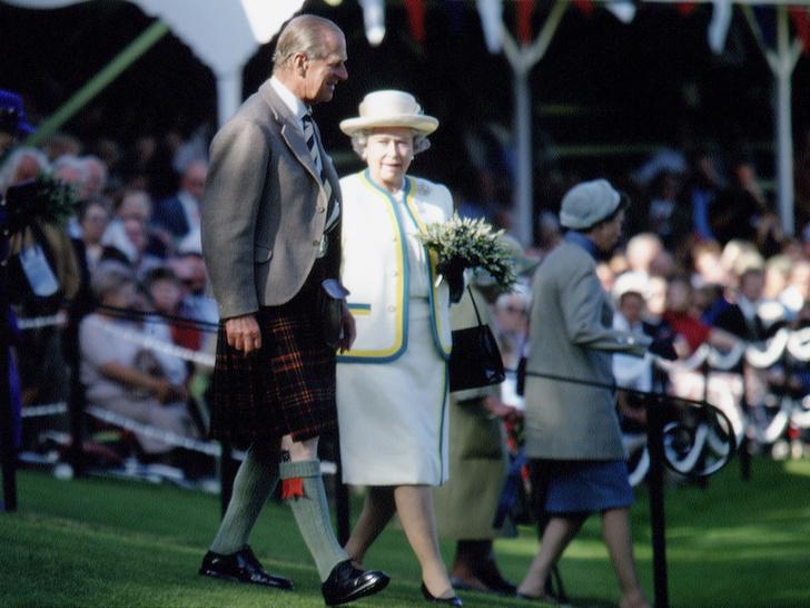 Фото №4 - Почему Королева и принц Филипп заключили брачный договор через 40 лет после свадьбы