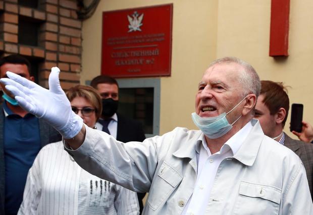 Фото №3 - На свой страх и риск: 74-летний Жириновский сделал прививку от коронавируса, которую в его возрасте не рекомендуют