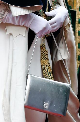 Фото №6 - Зачем Елизавете II столько одинаковых сумок Launer?