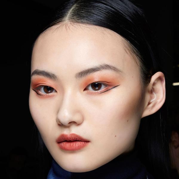 Фото №1 - 5 ярких акцентов в макияже, которые будут в тренде этой осенью