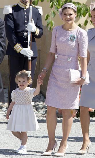Фото №13 - 10 примеров, когда королевы и принцессы надели одно и то же