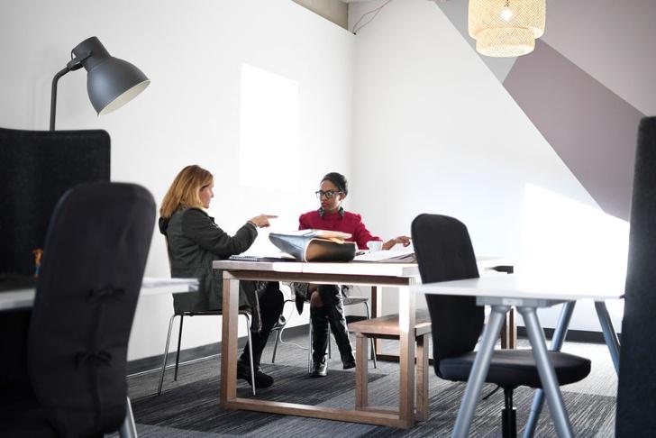 Фото №1 - Женщины и мужчины по-разному относятся к своим коллегам