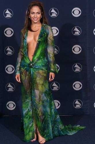 Фото №24 - От Дианы до Рианны: самые скандальные платья в истории моды
