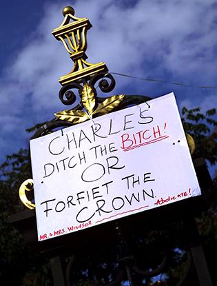 Фото №10 - Принц Чарльз и его Камилла: двое против всех